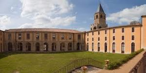 VISITE GUIDEE DE L'ABBAYE-ECOLE / MUSEE DOM ROBERT